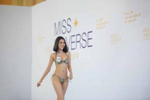 Thí sinh Hoa hậu Hoàn vũ khoe dáng nóng bỏng với bikini tại vòng sơ khảo phía Bắc